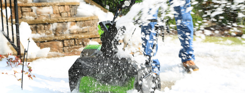 80v-snow-thrower-action-1